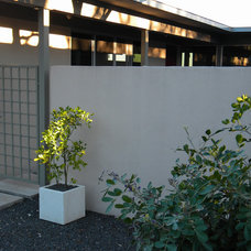 Midcentury Exterior by Robert Leeper Landscapes
