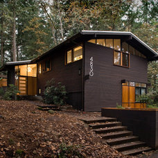 Midcentury Exterior by 2fORM Architecture