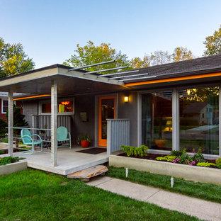 Mid-century modern exterior home idea in Detroit