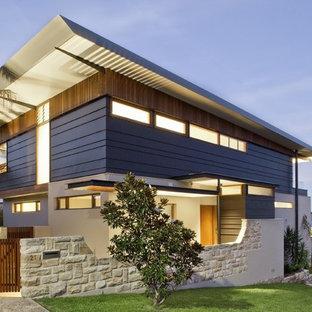 Inspiration för stora moderna hus, med två våningar och blandad fasad
