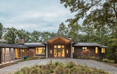 Houzz Tour: At a Working Horse Farm, a Mix of Rustic and Refined