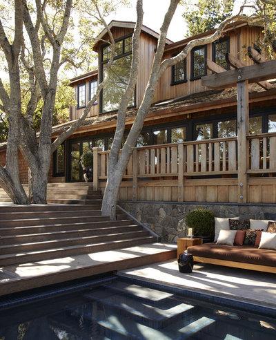Transitional Exterior by Urrutia Design