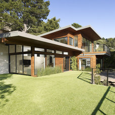 Modern Exterior by DANIEL HUNTER AIA Hunter architecture ltd.