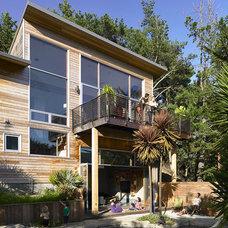 Modern Exterior by yamamar design