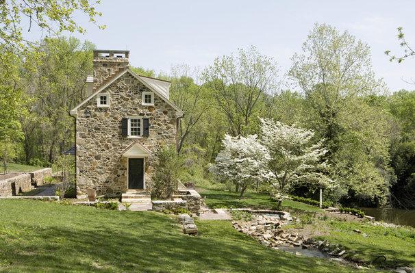 Farmhouse Landscape by Archer & Buchanan Architecture, Ltd.