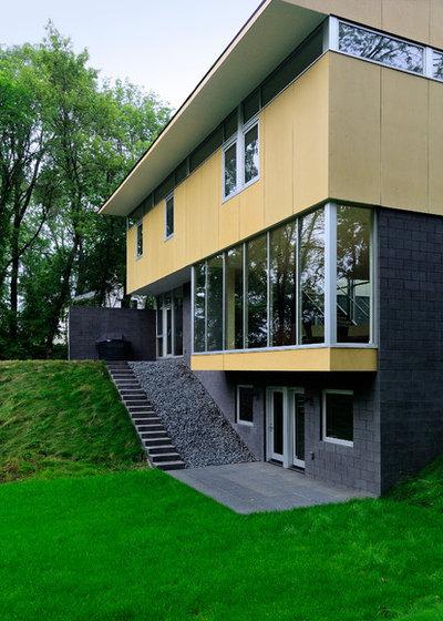 Contemporary Exterior by ALTUS Architecture + Design