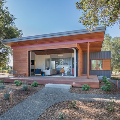 Mid-sized trendy brown one-story mixed siding exterior home photo in San Francisco