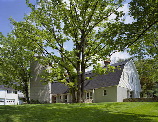 Farmhouse Exterior by Specht Harpman Architects