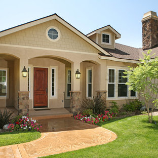 Example of an arts and crafts exterior home design in Los Angeles