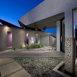 Idéer för ett mellanstort modernt grått hus, med platt tak och allt i ett plan