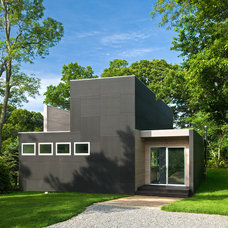 Modern Exterior by Bates Masi Architects LLC
