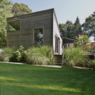 Modelo de fachada minimalista con revestimiento de madera