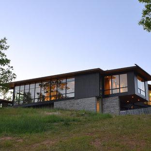Свежая идея для дизайна: стеклянный дом в стиле модернизм - отличное фото интерьера