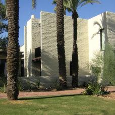 Modern Exterior by Carson Poetzl, Inc.