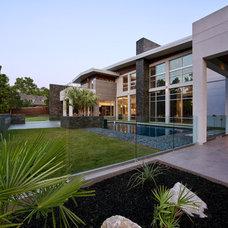 Modern Exterior by CRFORMA DESIGN:BUILD