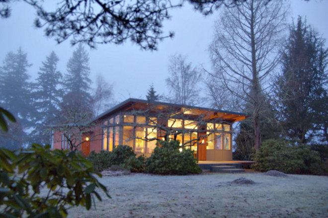 Regional modern oregon homes respond to the landscape for Contemporary homes portland