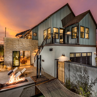 Example of a transitional exterior home design in Los Angeles