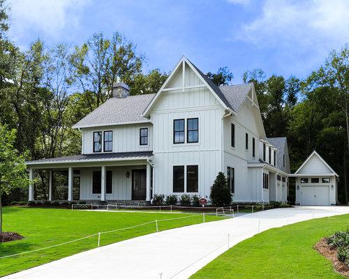Houzz large farmhouse exterior home design ideas for Farmhouse exterior