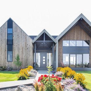 Inspiration för stora moderna hus, med tre eller fler plan, sadeltak och tak i metall