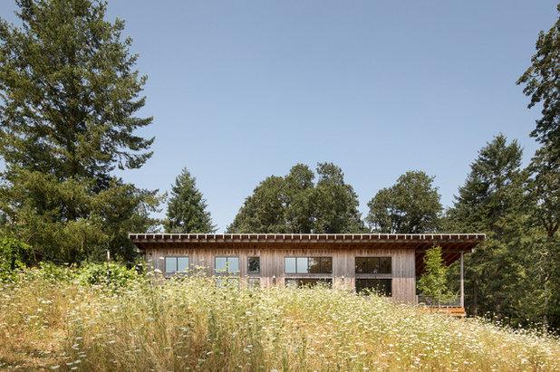 Farmhouse Exterior by m.o.daby design