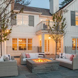 Foto de fachada blanca, de estilo de casa de campo, de dos plantas, con revestimiento de madera