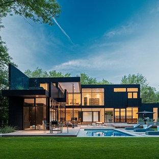 Foto de fachada negra, minimalista, grande, de dos plantas