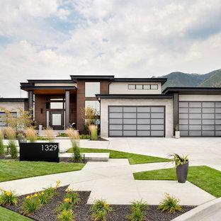Inspiration pour une façade de maison design de plain-pied avec un revêtement mixte et un toit plat.
