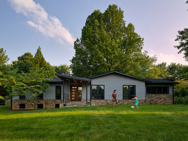 Midcentury Exterior by place architecture:design