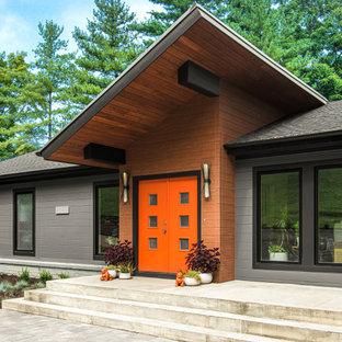 Idéer för funkis grå hus, med två våningar, pulpettak och tak i mixade material
