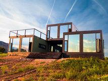 Architecture grand espace petit budget dans une maison hangar for Construire une maison sur un terrain agricole