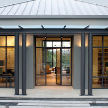 Houzz Tour: Tuscan-Style Builder Home Gets a Streamlined Makeover