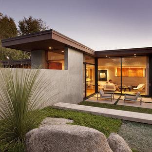 Einstöckiges Modernes Haus mit Glasfassade in Santa Barbara
