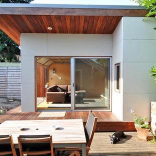 Einstöckiges, Mittelgroßes, Weißes Modernes Einfamilienhaus in Seattle