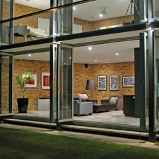 Contemporary Exterior by Paul Burnham Architect Pty Ltd