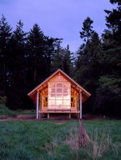 Modern Exterior by Suyama Peterson Deguchi