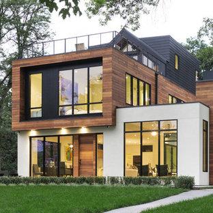 Ejemplo de fachada de casa multicolor, actual, de tres plantas, con tejado plano y revestimientos combinados