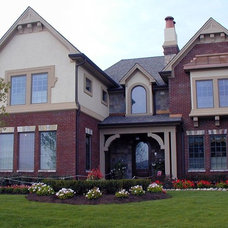 Traditional Exterior by Duke Homes, Inc.