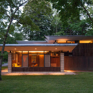Inspiration for a 1960s wood exterior home remodel in Philadelphia
