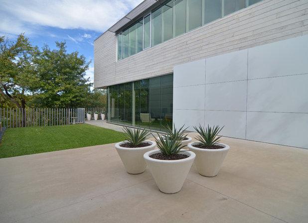Modern Exterior by Sarah Greenman