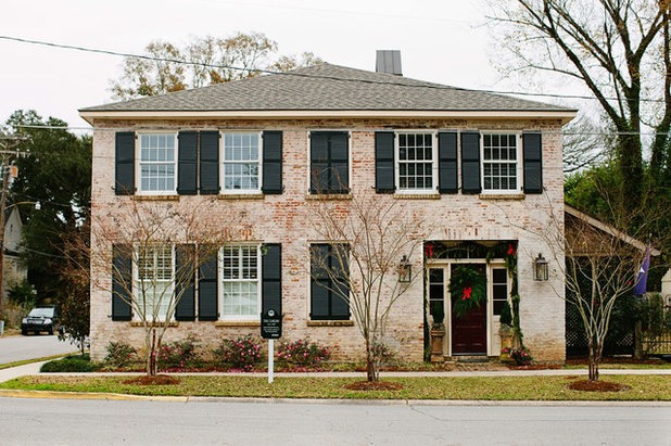 Traditional Exterior by Anna Addison Photography