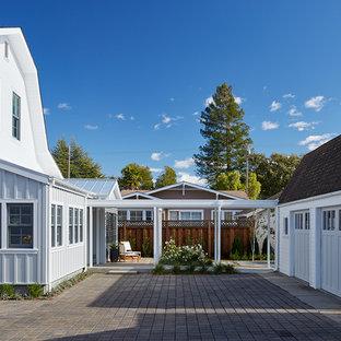 サンフランシスコの中くらいのカントリー風おしゃれな家の外観 (木材サイディング) の写真