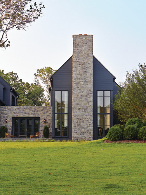 Transitional style home exterior