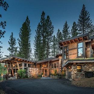 Rustikales Haus mit Holzfassade und Pultdach in Sacramento