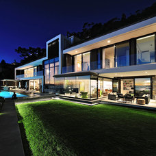 Contemporary Exterior by Peerutin Architects