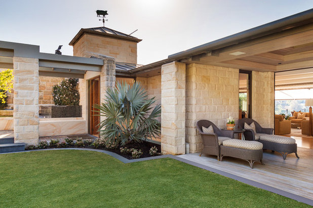 Country Exterior by Kellyville Landscape Supplies
