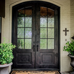 traditional exterior by Kitty Raulston-Thomas Interior Designs
