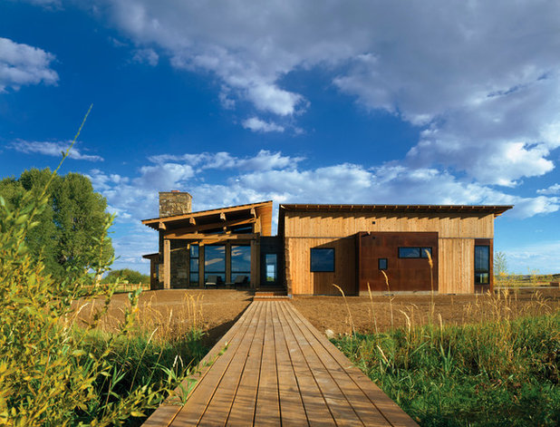 Houzz tour a remote log cabin in the wilds of wyoming for Log home architects