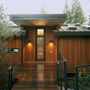 Geräumiges, Zweistöckiges, Braunes, Graues Modernes Haus mit Holzfassade, Pultdach und Blechdach in San Francisco