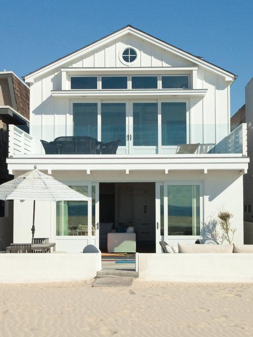 Foto e idee per facciate di case facciata di una casa al for Piani casa tetto a capanna