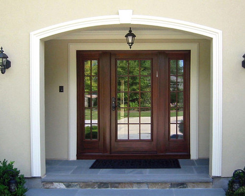 Glass door and sidelights ideas pictures remodel and decor for Traditional front doors
